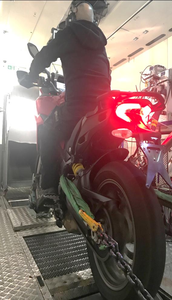 V-Motech intervient désormais en ingénierie motos avec V-Road son banc d'essais mobile et modulaire